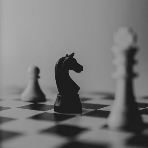 Photo d'un jeu d'échecs en métaphore au plan d'actions stratégiques
